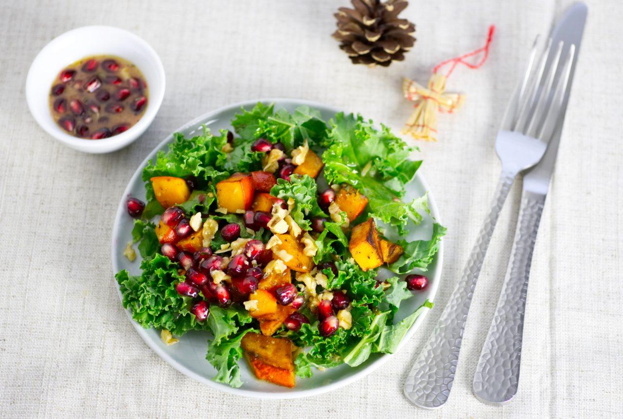 Grünkohlsalat mit Kürbis und Granatapfel
