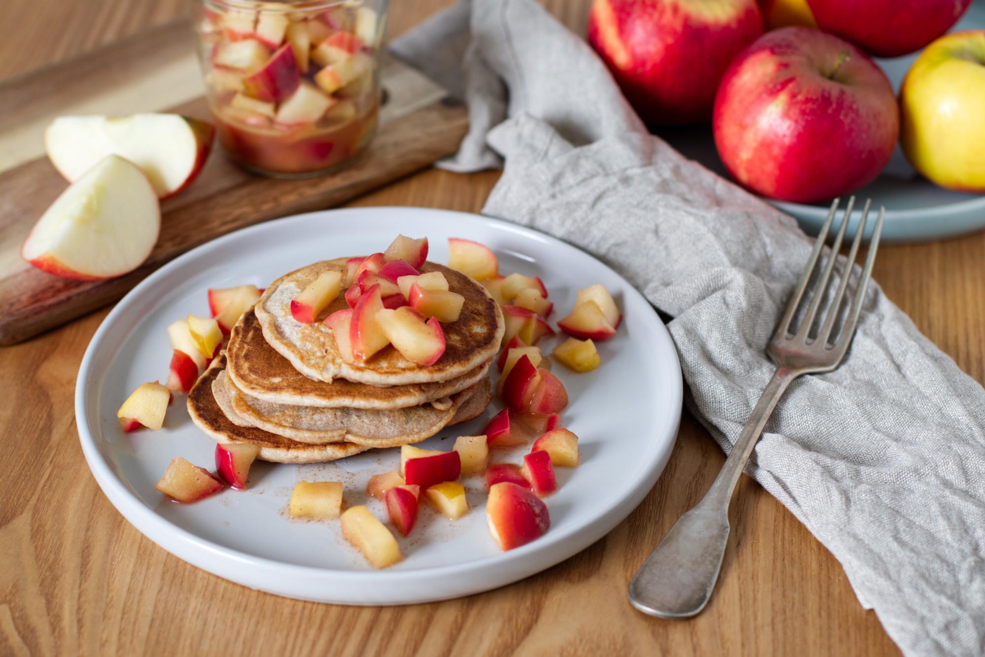 Grundrezept: Vegane Bananen-Pancakes mit Apfelkompott