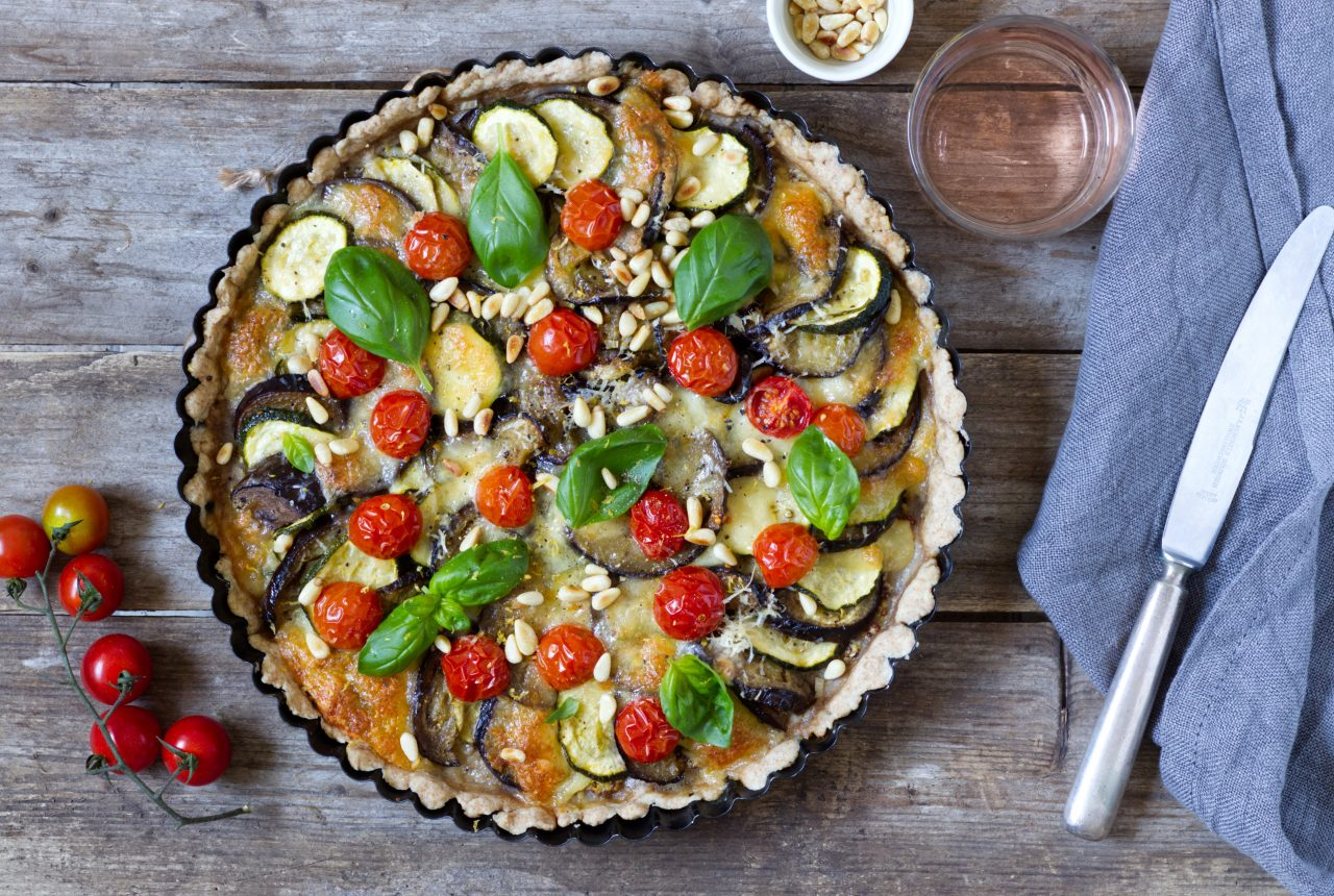 Auberginen-Zucchini-Tarte mit Tomaten
