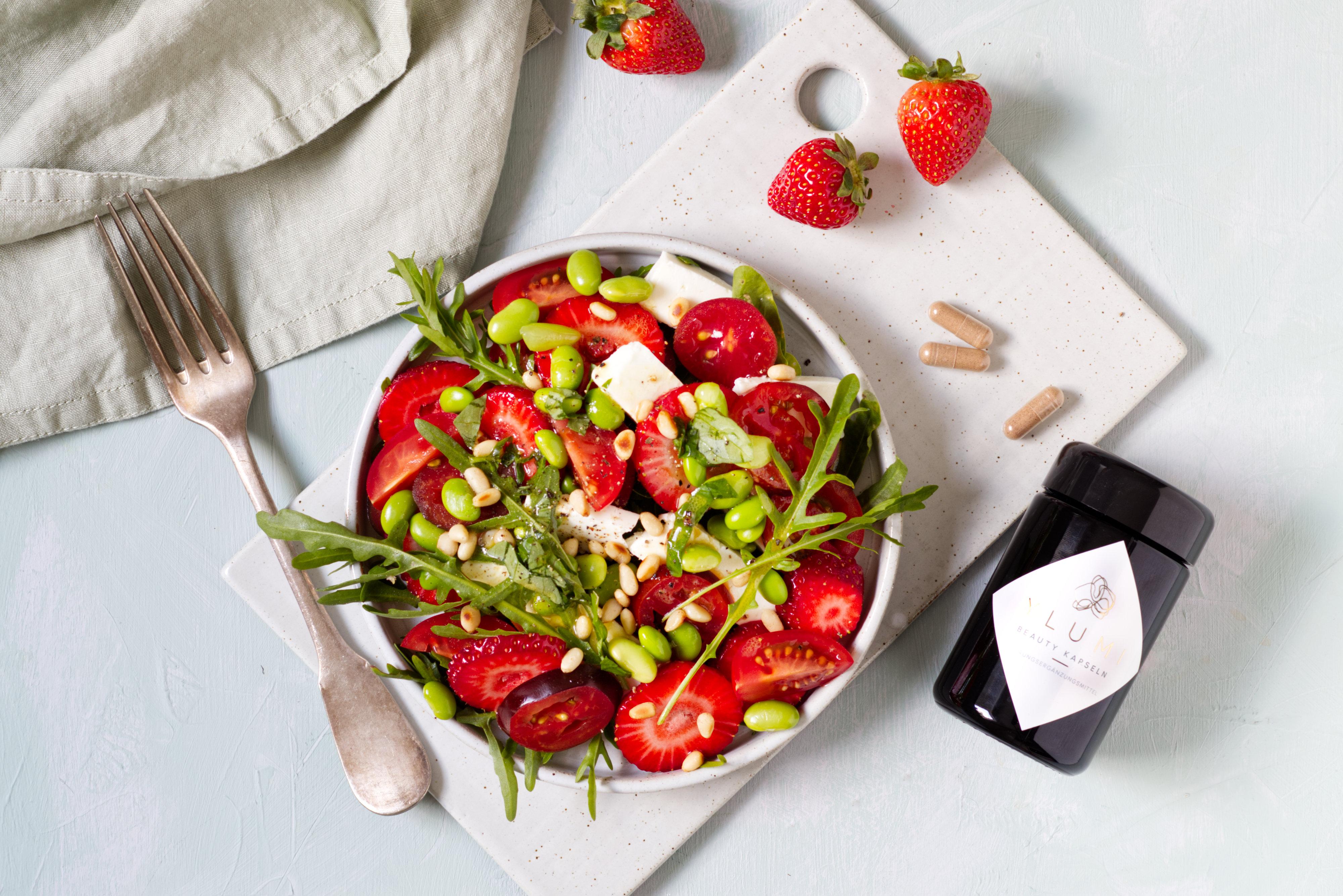 Tomaten-Erdbeer-Salat mit Feta