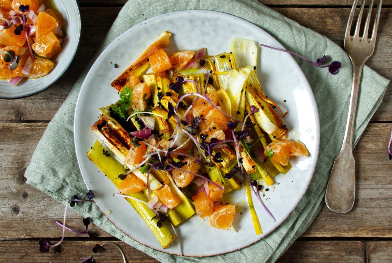 Gebackender Lauch mit Mandarinen-Salsa
