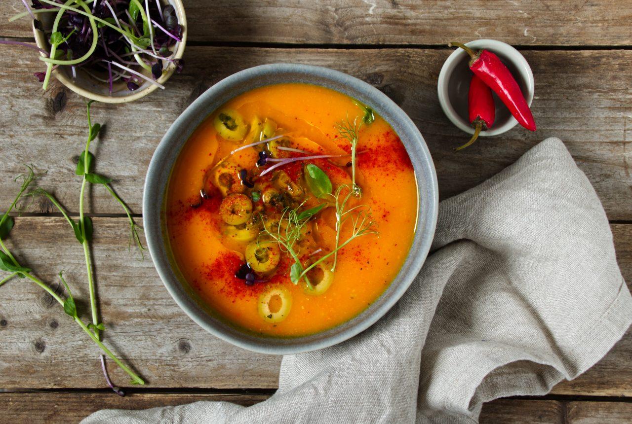 Scharfe Kürbissuppe mit Oliven