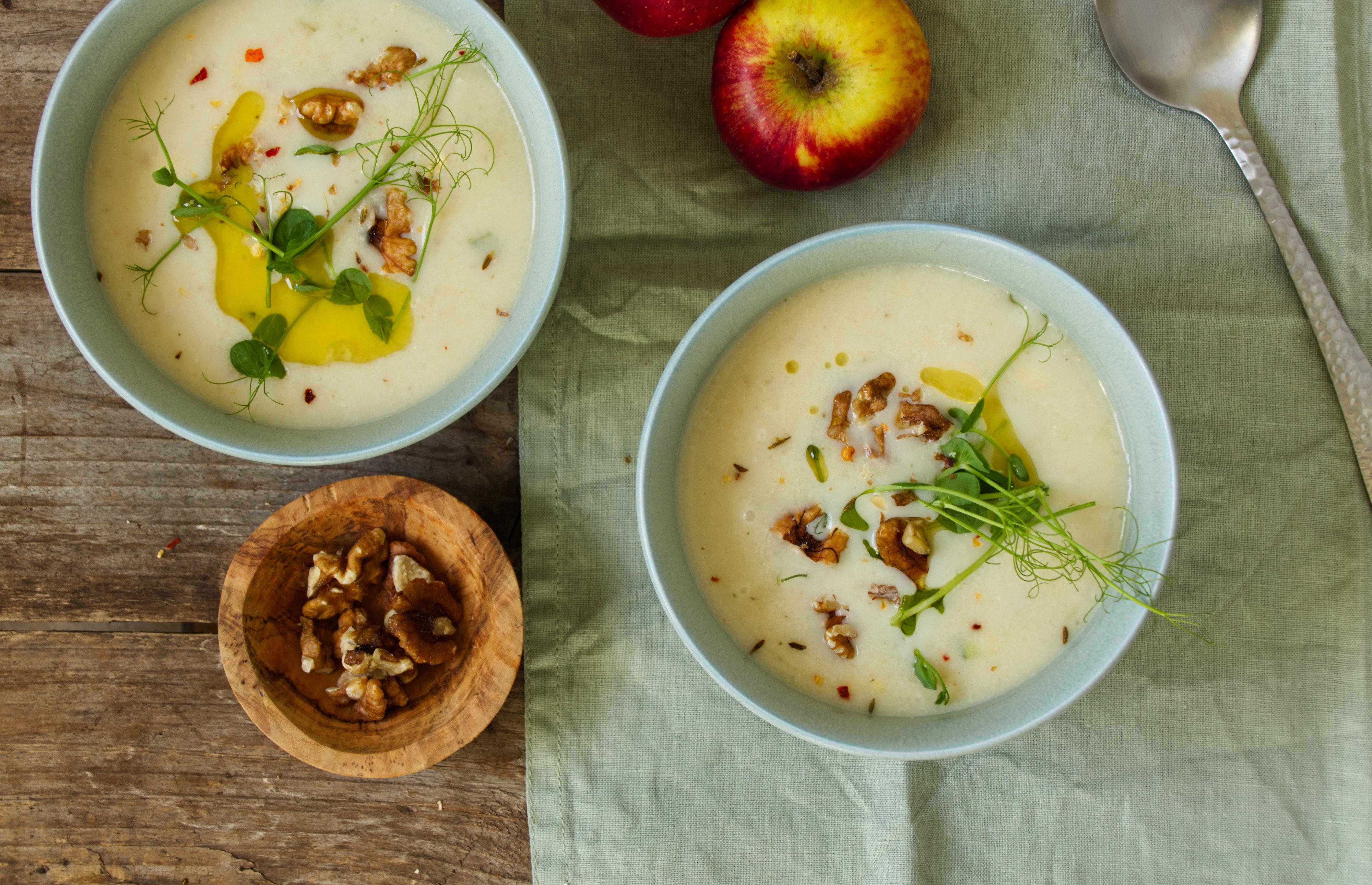 Blumenkohl-Pastinaken-Apfel-Suppe