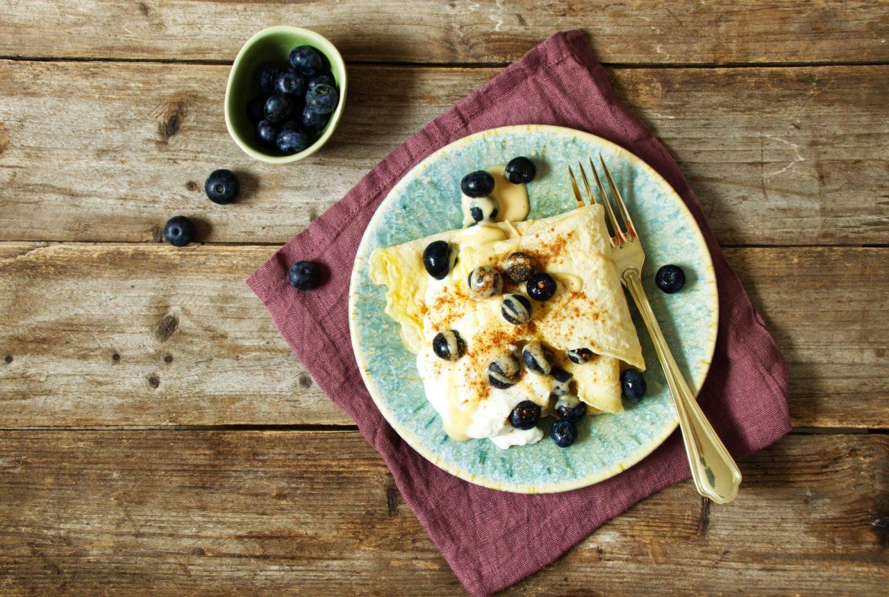 Pfannkuchen mit Skyr und Heidelbeeren